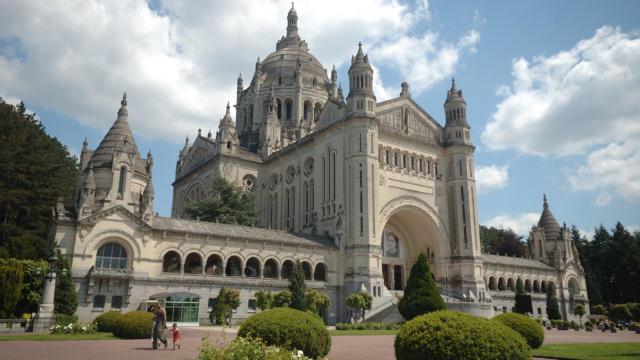 Basilique Sainte Thérèse De Lisieux ©j. Boisard