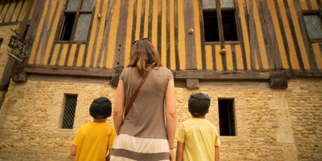 Famille Au Chateau De Crevecoeur