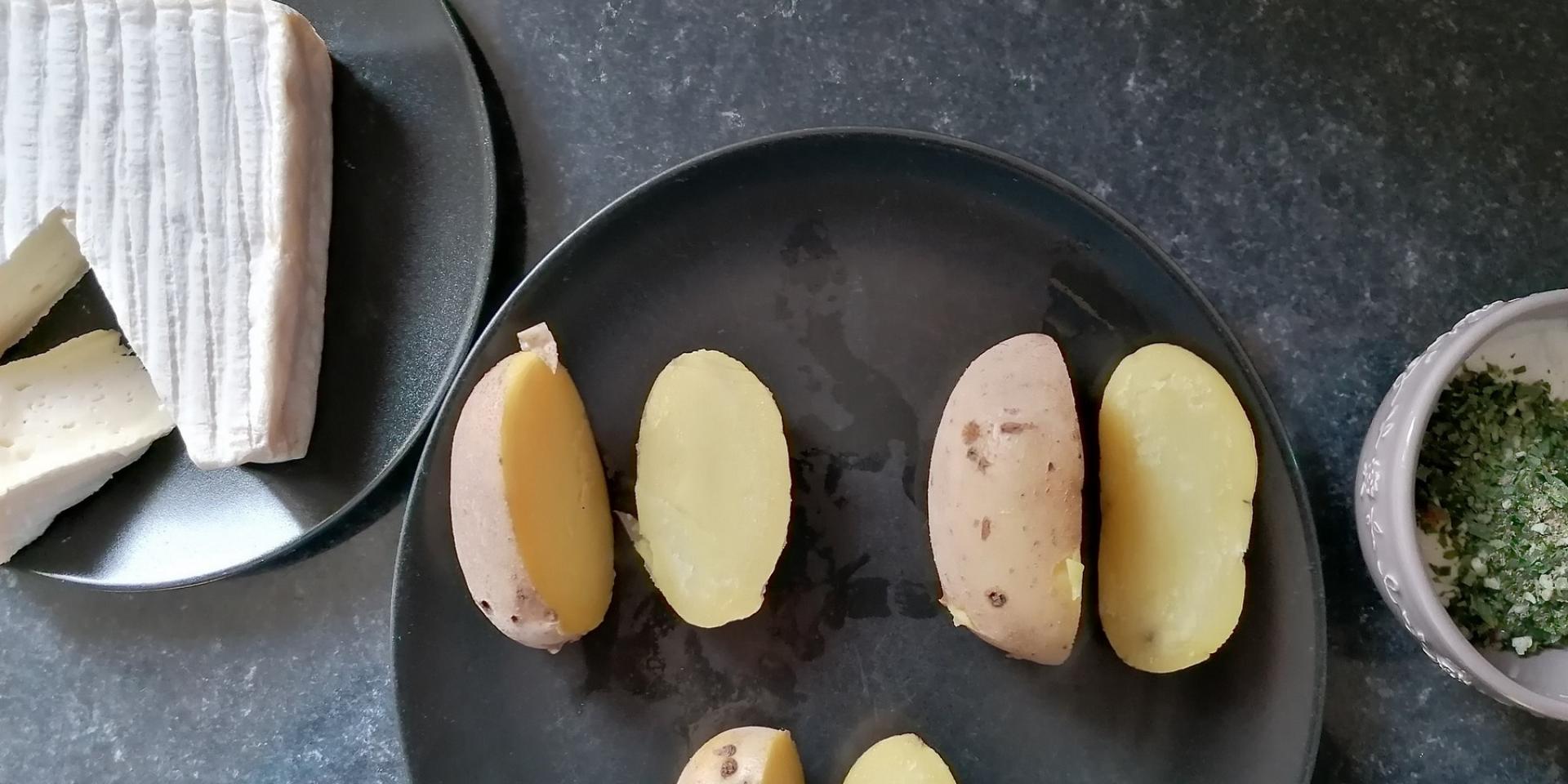 Pommes De Terre Au Pont L'evêque Couper Après Cuisson ©d Coudray